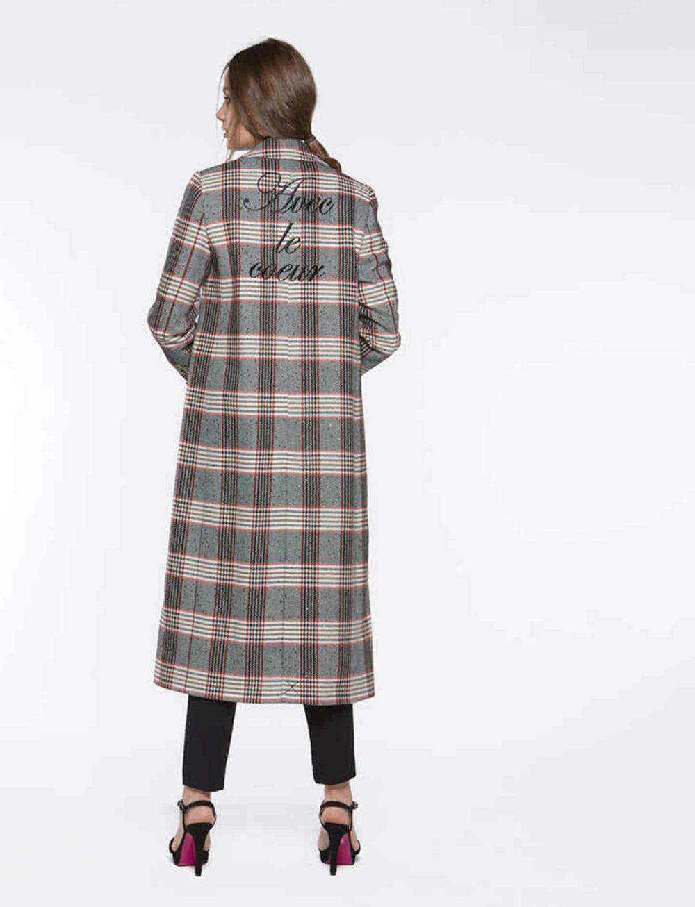 abrigo-cuadros-espalda
