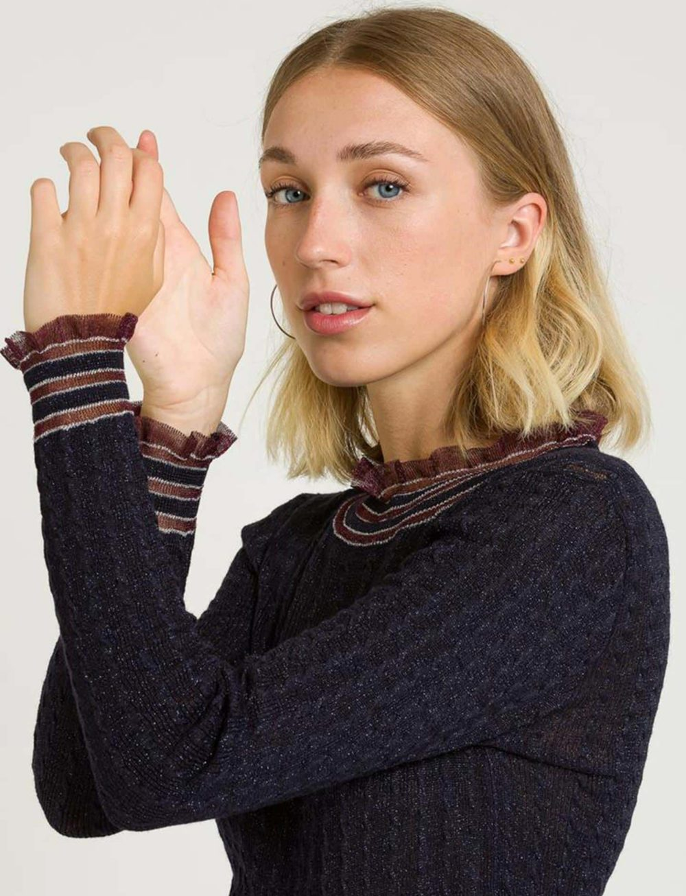 camiseta-brillos-azul-bordeuaux-mangas-cuello