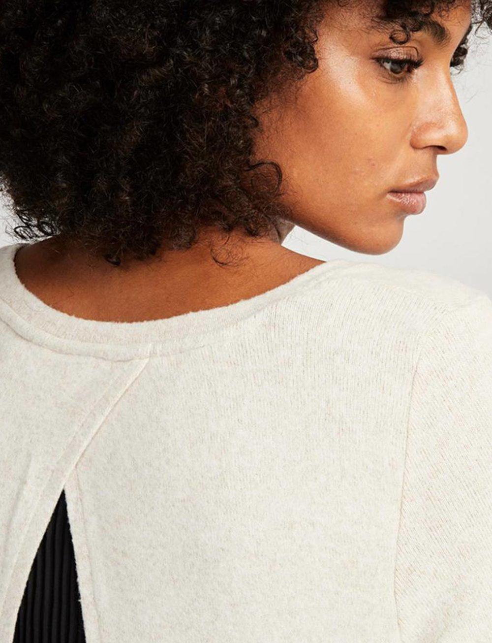 camiseta-dos-tejidos-beige-detalle