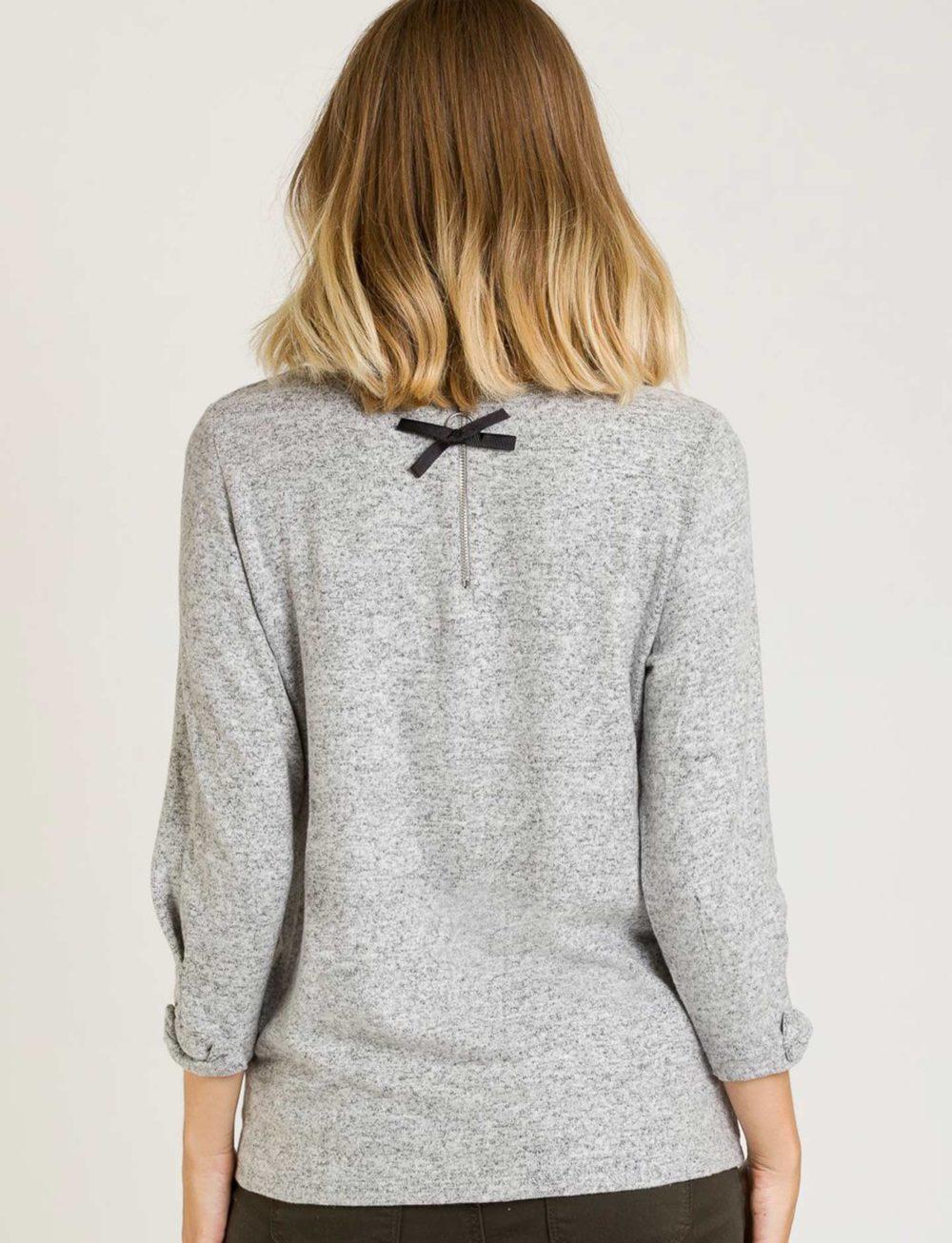camiseta-suave-gris-espalda