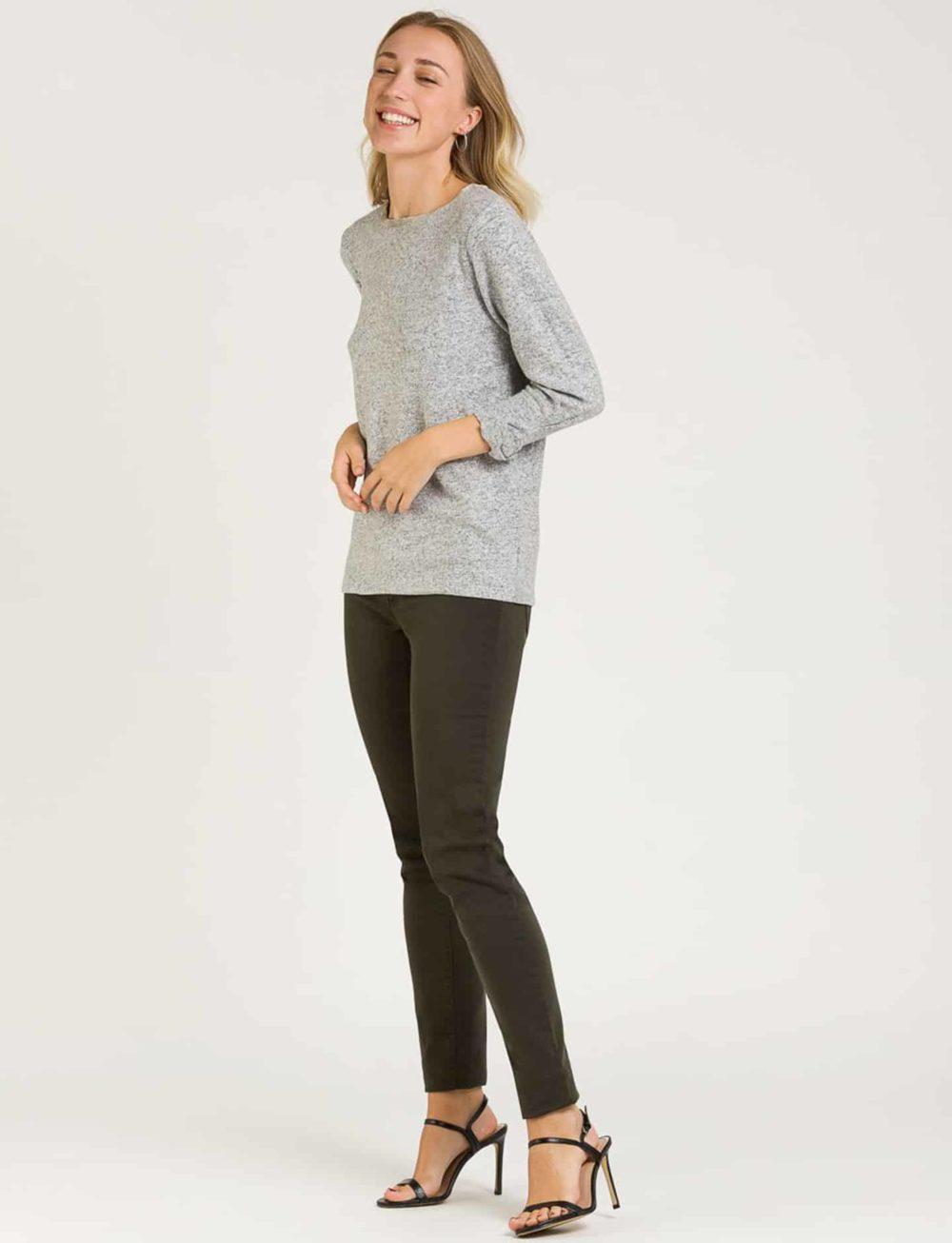 camiseta-suave-gris-lateral