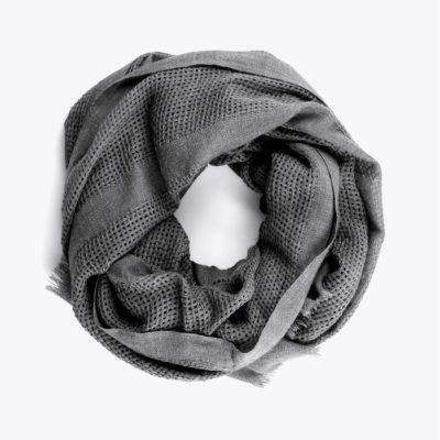 chal-textura-calado-gris-detalle-enrrollado
