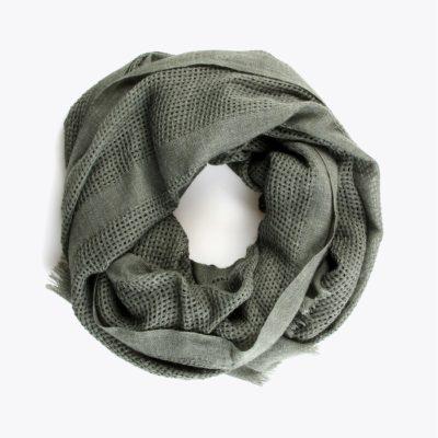 chal-textura-calado-verde-enrrollado