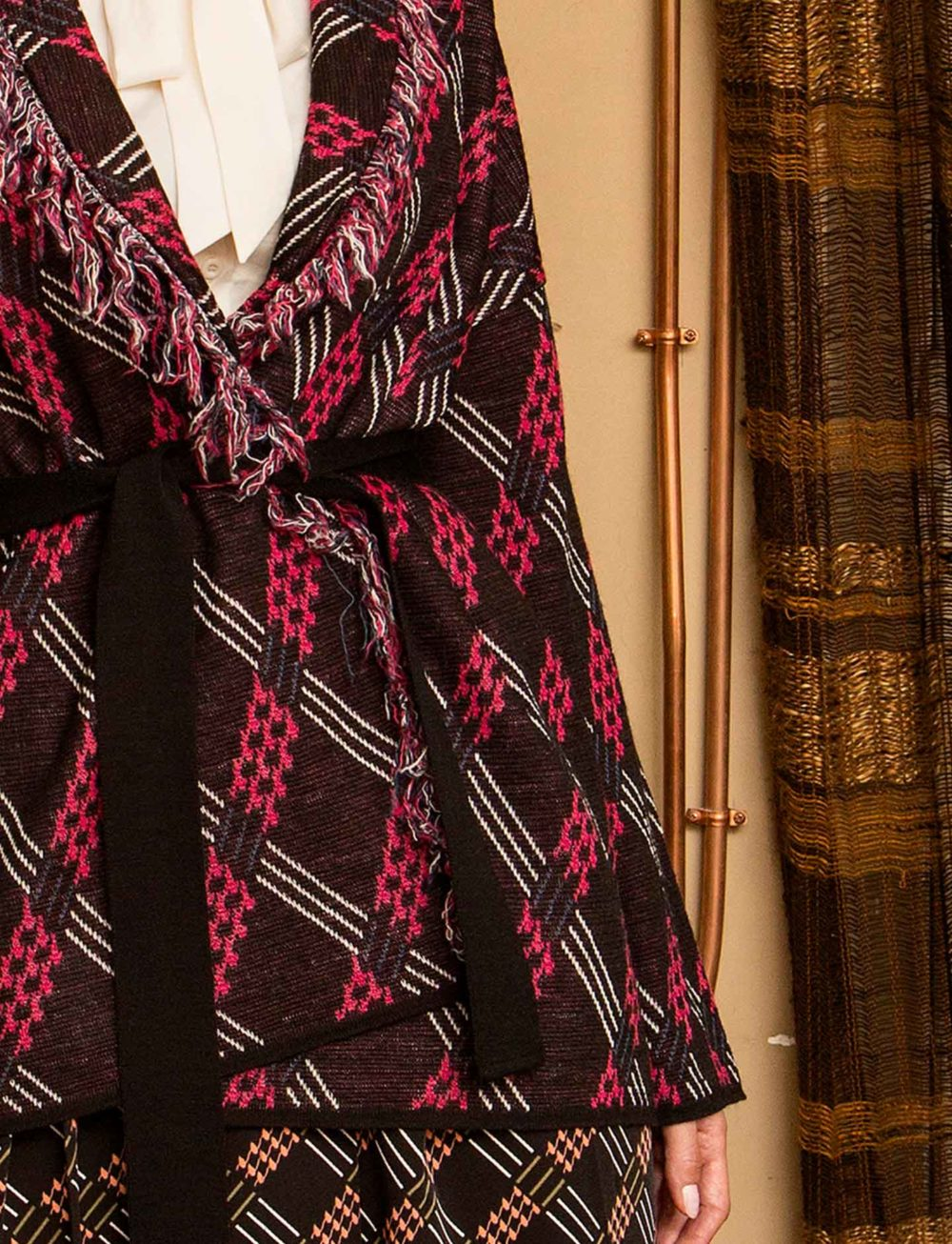 chaqueta-estampado-cinturon-detalle