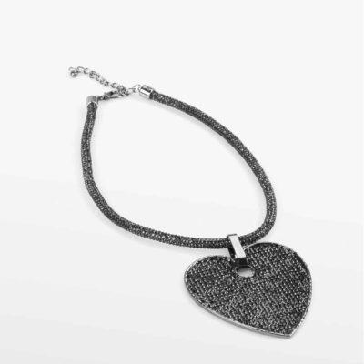 collar-colgante-corazon-gris-perspectiva