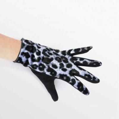 guante-de-terciopelo-estampado-leopardo-azul-mano