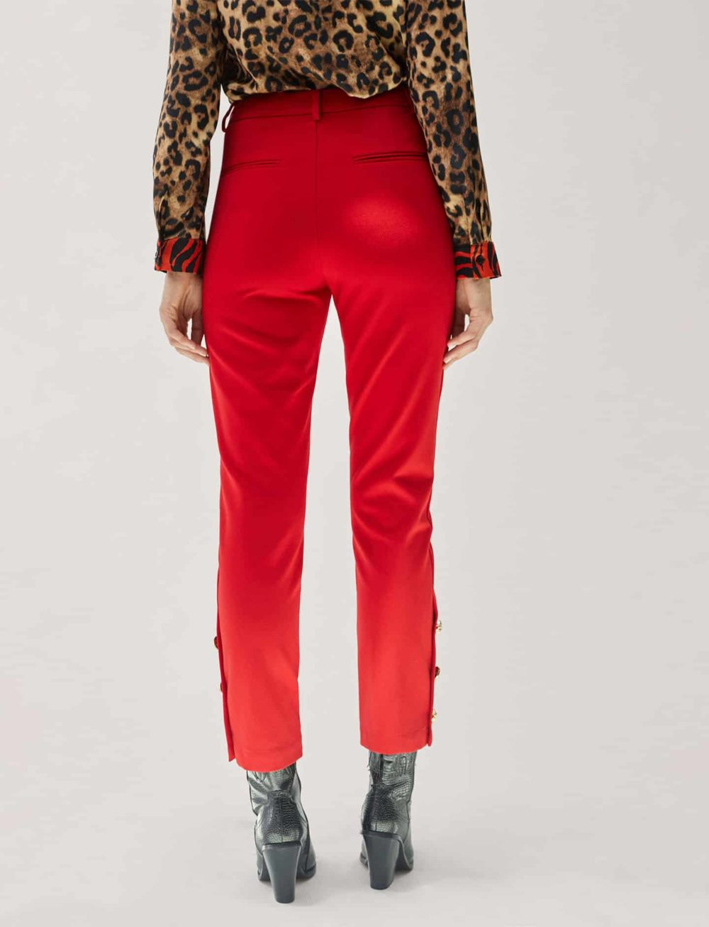 pantalon-chino-rojo-trasera