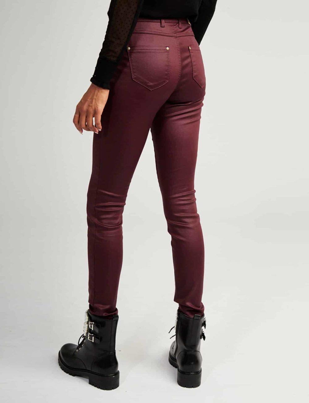 pantalon-skinny-bourgogne-trasera