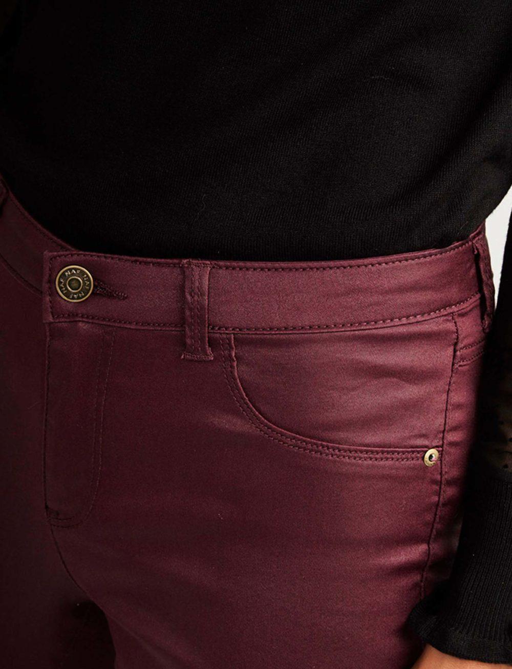 pantalon-skinny-bourgogne-detalle-boton